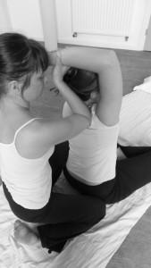 Mélanie à l'oeuvre dans son Atelier Zen Massage de Wazemmes