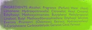 Une liste d'ingrédients sur un parfum